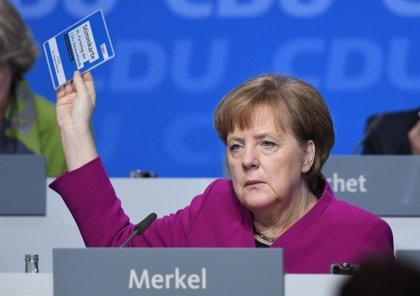 La CDU de Merkel avala la gran coalición con el SPD