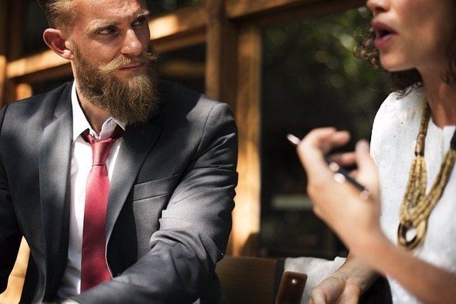 Hablando, charlar, conversación, barba, bigote, corbata