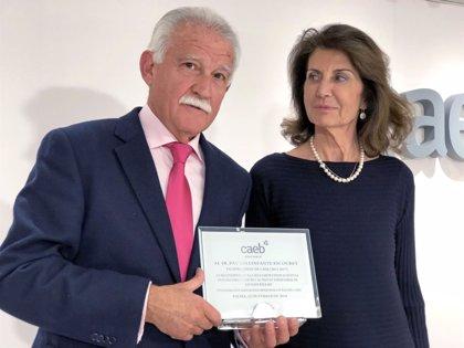 La CAEB rinde homenaje a Pau Bellinfante y a Aurelio Vázquez por su ejercicio en el cargo de vicepresidentes