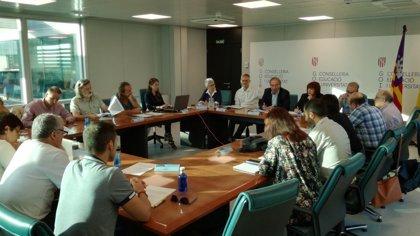 """CCOO pide """"máxima transparencia"""" en las oposiciones docentes para que no queden plazas desiertas"""