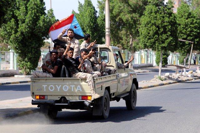 Combatientes separatistas del sur de Yemen en Adén