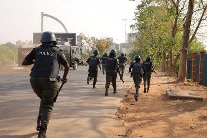 El Ejército y la Policía de Nigeria intercambian acusaciones en torno al secuestro de 110 niñas en Dapchi