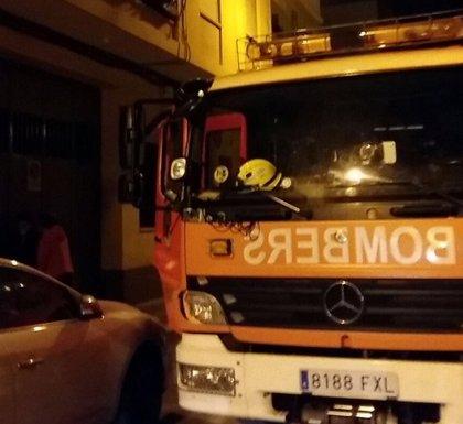 Un herido por quemaduras y 22 desalojados en el incendio de una pensión en Benidorm