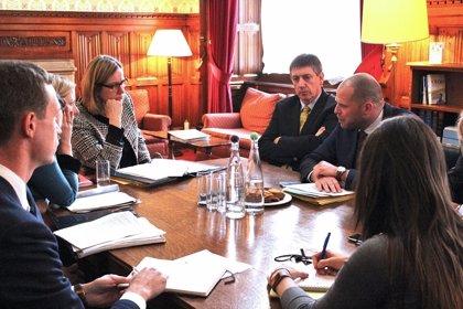 """Reino Unido y Bélgica acuerdan reforzar su cooperación contra la inmigración """"en tránsito"""""""