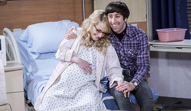 Simon Helberg y Melissa Rauch en The Big Bang Theory