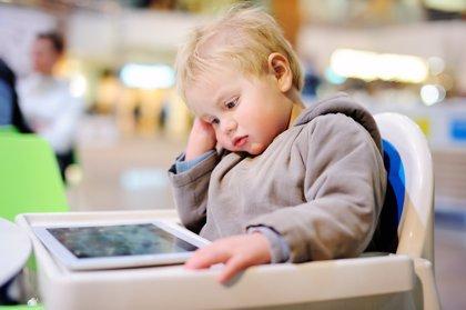 Frenos a la psicomotricidad infantil: abuso de tronas, sillas y dispositivos