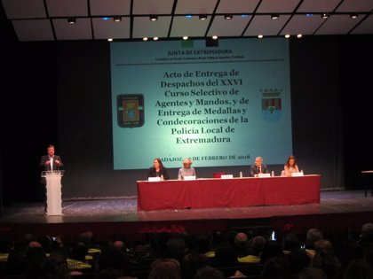 Extremadura reconoce la labor de los jóvenes cacereños que salvaron la vida a una turista y a un compañero de clase
