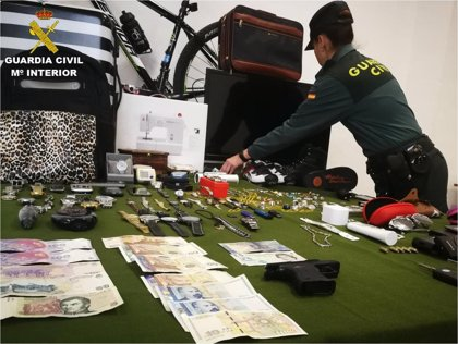 Cinco detenidos, cuatro de ellos familia, por robar en varias casas por valor de 100.000 euros en Torrevieja
