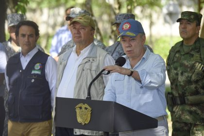 """Santos condena el """"cobarde"""" atentado del ELN y recalca que """"perseverar es la consigna"""""""