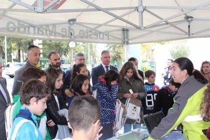 Junta celebra con unos 75 escolares de Huelva una jornada de puertas abiertas por el 28F