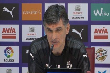 """Mendilibar: """"Viendo que a los de abajo les cuesta ganar, con tres puntos más creo que estaríamos libres"""""""