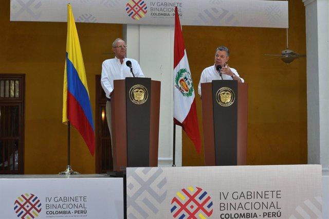Los presidentes de Colombia y Perú, Juan Manuel Santos y Pedro Pablo Kuczynski.