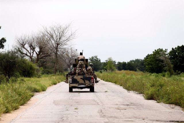 Soldados de Nigeria
