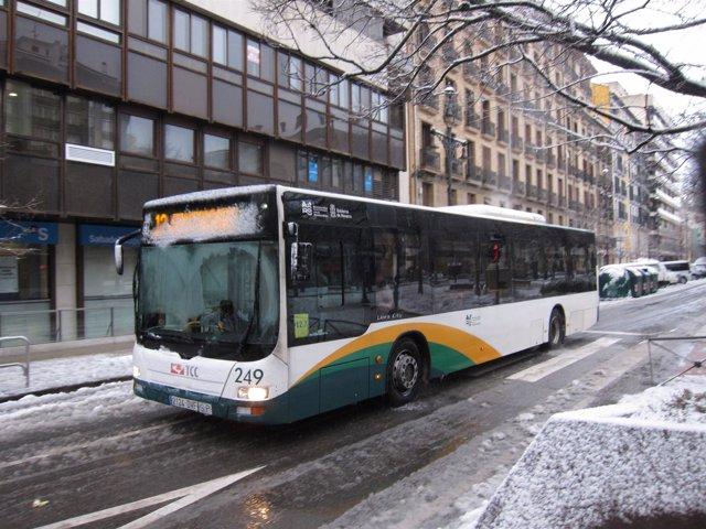 Villavesa en Pamplona durante nevada.