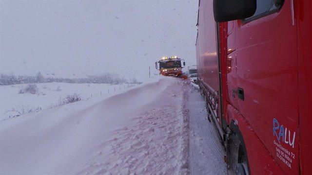Máquina quitanieve, temporal, frío, nieve, nevar