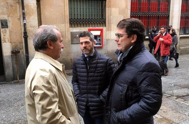 Fernández Mañueco antes de entrar al Foro