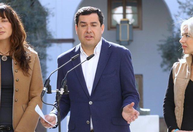 Juanma Moreno ante los medios de comunicación