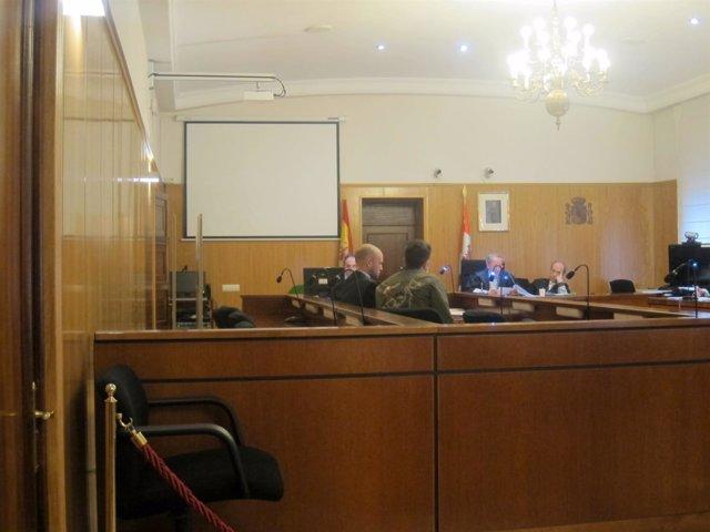 El condenado y su abogado, en la Audiencia de Valladolid.