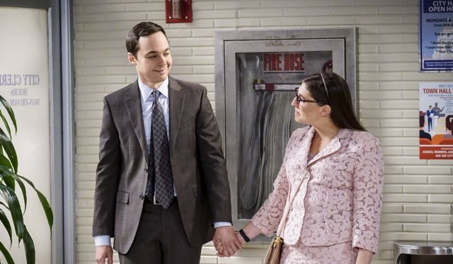 Jim Parsons y Mayim Bialik en The Big Bang Theory