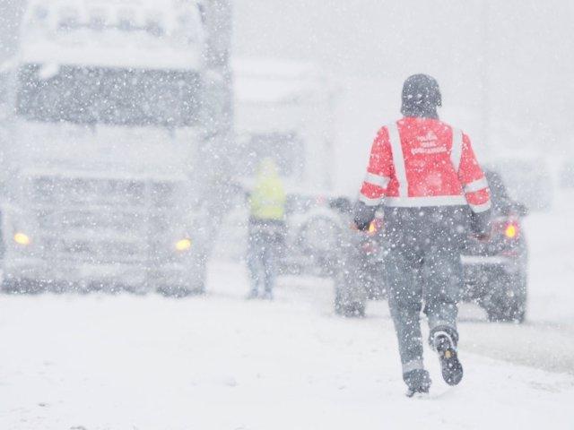 Policía Foral en la nevada.