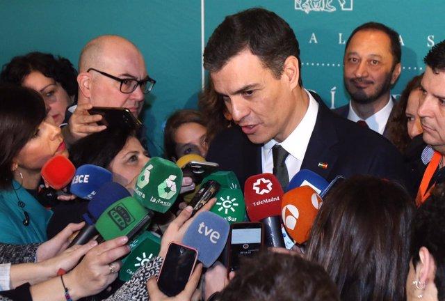 Pedro Sánchez atiende a los medios en los actos del Día de Andalucía