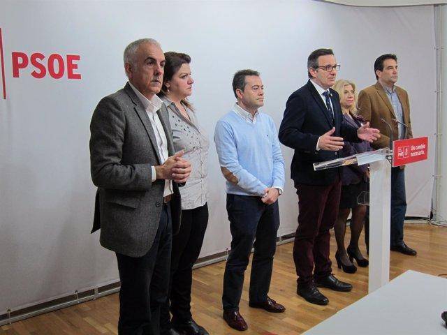 Diego Conesa junto a parte de la Ejecutiva regional del PSOE
