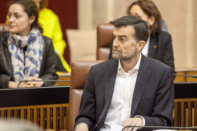 Maíllo durante el acto por el 28F en el Parlamento