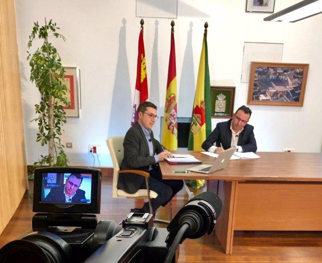 Cuaresma (I) y el alcalde de Pedrajas (D)