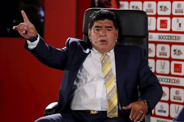 El exjugador de fútbol de Argentina , Diego Maradona