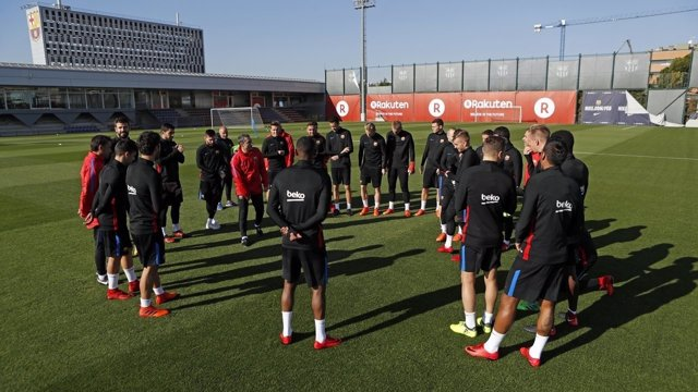 Ernesto Valverde da la charla antes del entrenamiento del FC Barcelona