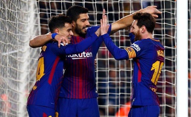 Philippe Coutinho, Luis Suárez y Leo Messi en un partido del FC Barcelona