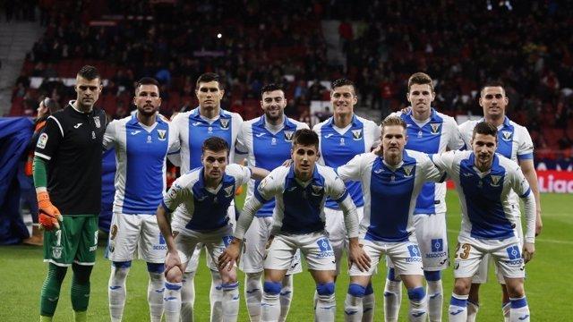'Pichu' Cuéllar Homenajea A Quini Luciendo El Dorsal '9' Antes Del Atlético-Lega
