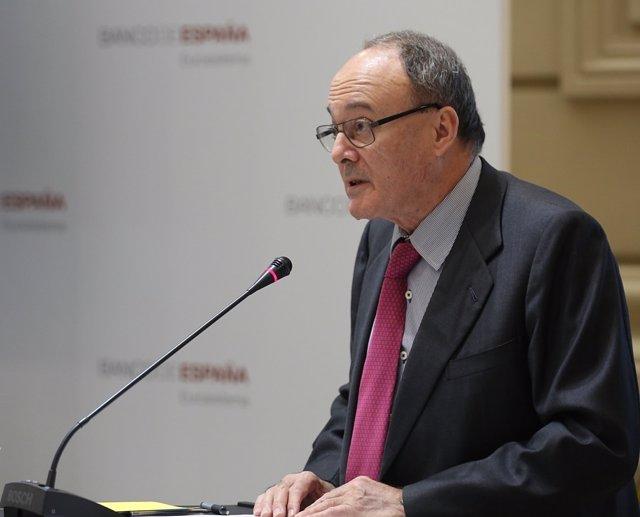 Luis María Linde entrega unos premios