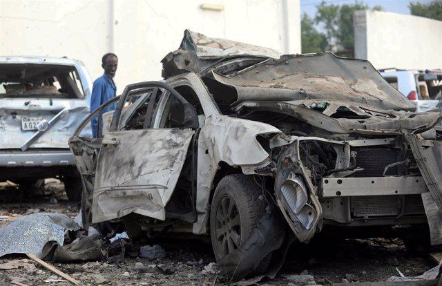 Coche utilizado en un atentado suicida en Mogadiscio (Somalia)