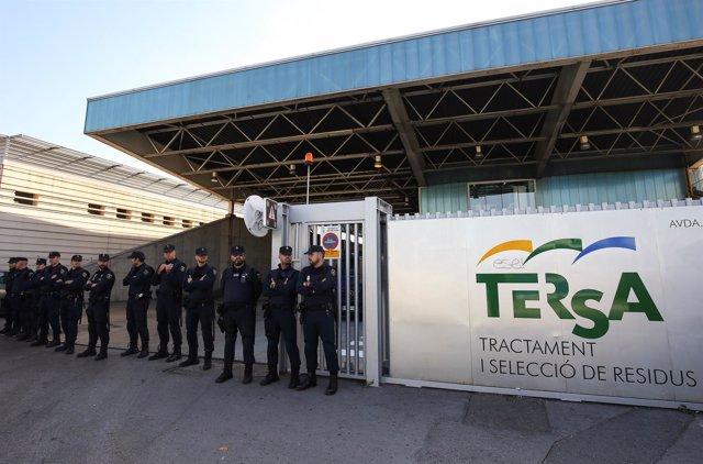 La Policía Naciona intercepta en Sant Adrià del Besòs (Barcelona) una furgoneta