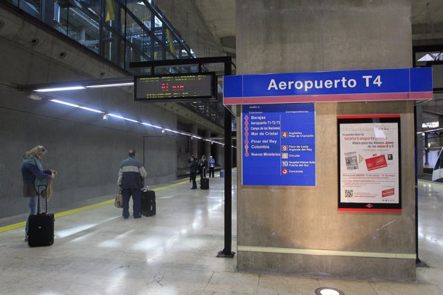 Aeropuerto de Barajas, turismo, turistas, viajeros, viajes, avión, AENA.