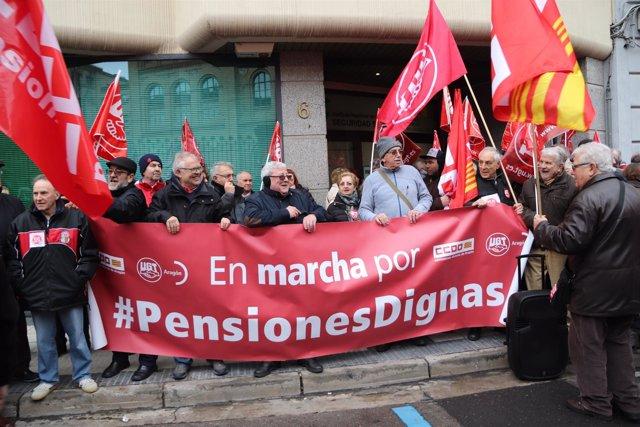 Concentración por pensiones dignas en Zaragoza.