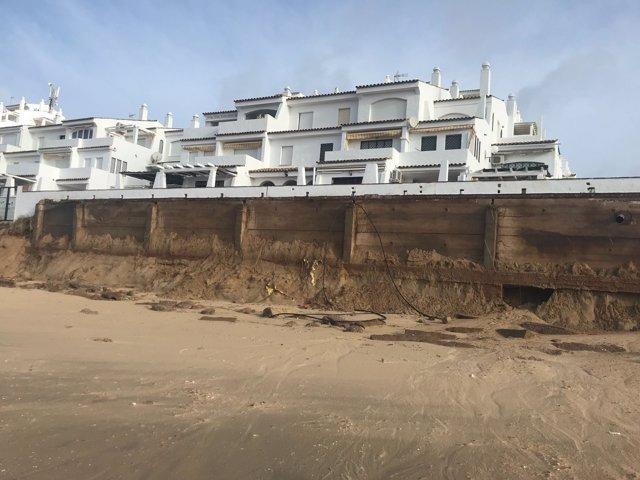 Daños del temporal en la playa de Punta Umbría.