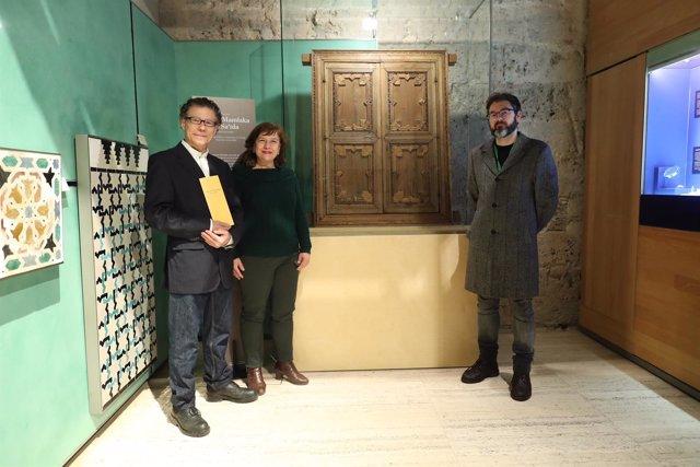 Alhambra Exibe Ventana Del Generalife