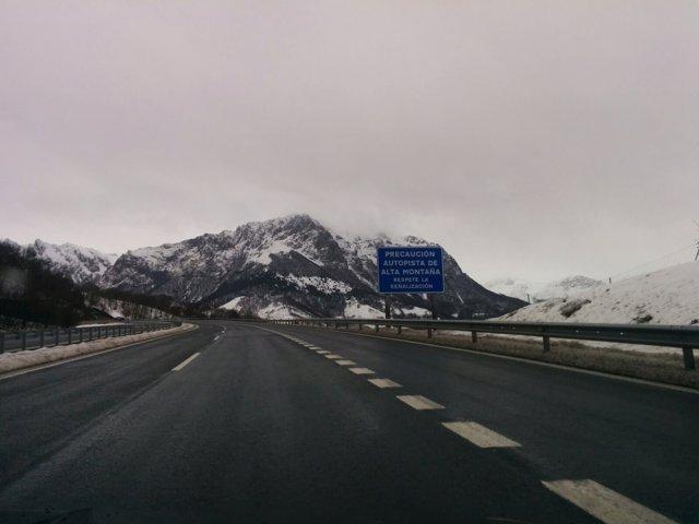 Autopista del Huerna, AP-66, nieve, temporal, cadenas, puerto de montaña