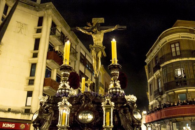 Paso de El Calvario en la Madrugada de la Semana Santa de Sevilla