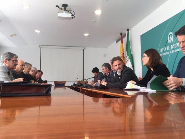 1 Nota Y 1 Foto Junta (Consejero Medio Ambiente Reunión Con Regantes Huelva)