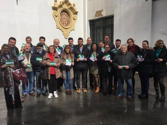 Verónica Pérez (PSOE) conmemora el 28F en un encuentro con militantes