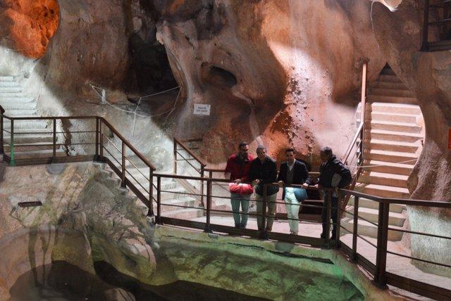 Cueva del tesoro el alcalde Francisco Salado realiza visita tras acciones mejora
