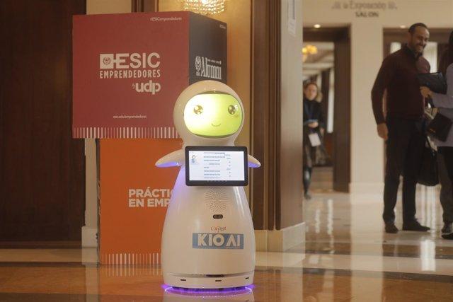 El robot 'SNOW', dotado de inteligencia artificial contrar el acoso escolar