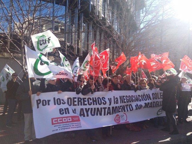 Sindicatos se concentran contra la delegada del Gobierno en Madrid