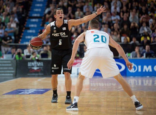 Ricardo Fischer (Retabet Bilbao Basket) Jaycee Carroll (Real Madrid)