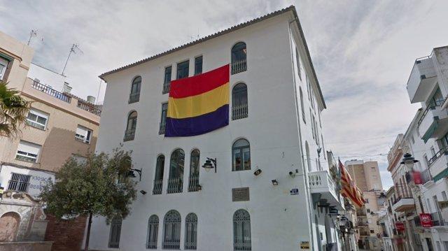 Bandera de la Segunda República en el Ayuntamiento de Buñol