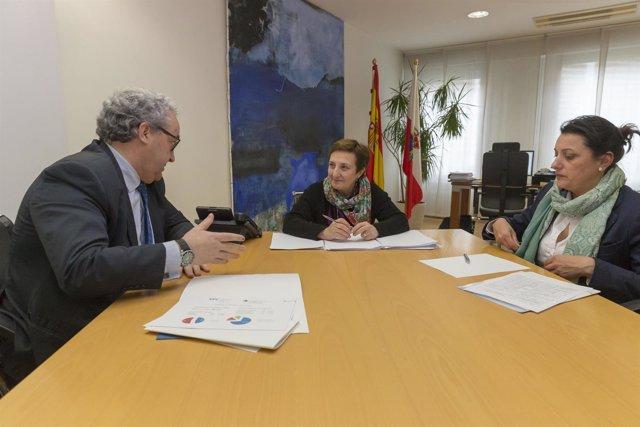 Reunión enre la consejera Luisa Real y F.J. Hernández de Sande (C.Médicos)