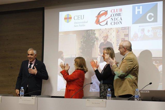 Entrega galardón del Club de la Comunicación a Pablo Ráez